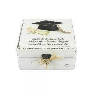 Personalizirana kutija uspomena savršeni je poklon kao uspomena na diplomiranje