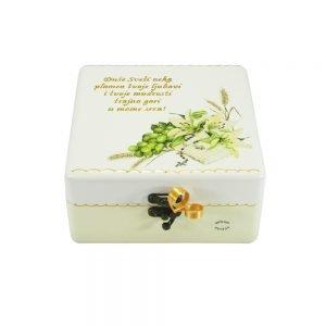 Personalizirana kutija uspomena savršeni je poklon za krizmu