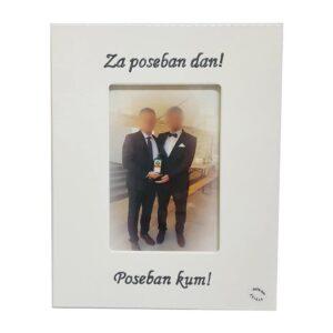 Personalizirani okvir za fotografije savršeni je poklon za vjenčanja i godišnjice. Okvir je unikat i ručni rad, nosi rukom pisan citat.