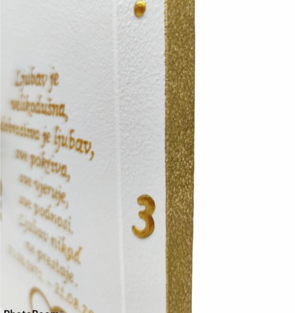 Personalizirani sat je poklon za vjenčanje, godišnjicu. Sat je ručni rad, nosi rukom pisan i pomno odabran citat baš za osobu kojoj darujete