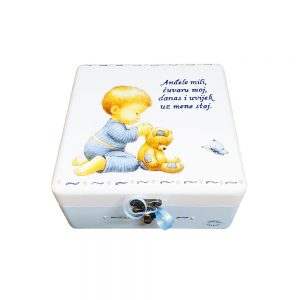 A memory box is the perfect personalized gift for any occasion!