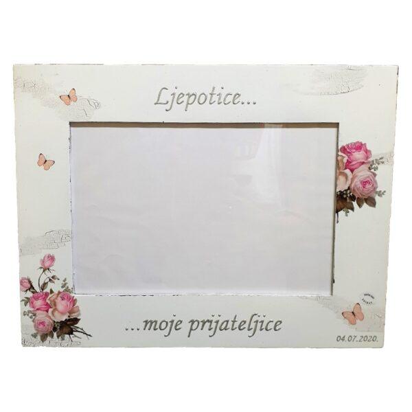 Okvir je unikat ne samo zato što je ručni rad, već i zato što nosi rukom pisan i pomno odabran citat. Izrađen je od kvalitetnog mdf-a