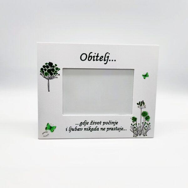 Personalizirani okvir savršeni je poklon za Pričest, krizma, rođendane. Okvir je ručni rad, nosi rukom pisan i pomno odabran citat baš za osobu kojoj darujete