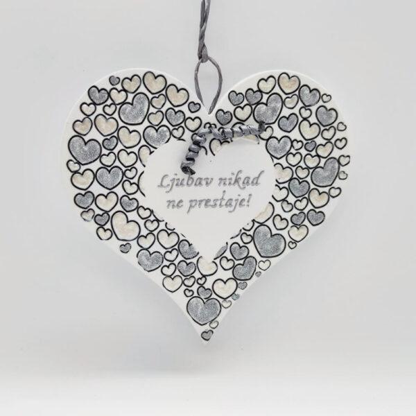 Srce je unikat ne samo zato što je ručni rad, već i zato što nosi rukom pisan i pomno odabran citat.