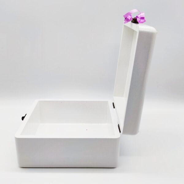 Personalizirana kutija savršeni je poklon za krštenja, Pričest, rođendane. Ručni rad, nosi rukom pisan i pomno odabran citat baš za osobu kojoj darujete