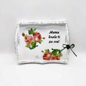 Personalizirani poslužavnik je uvijek lijepi i praktičan poklon kojim ćete razveseliti dragu osobu ako odaberete natpis baš za nju!