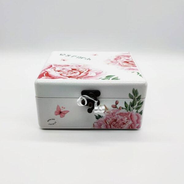 Personalizirana kutija savršeni je poklon za krštenja, Pričest, rođendane. Ručni rad, nosi rukom pisan i odabran citat baš za osobu kojoj darujete