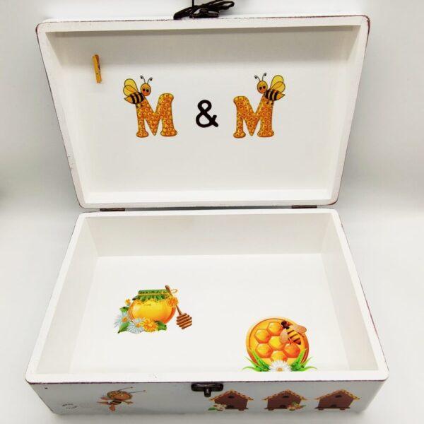 Personalizirana Kutija uspomena poklon je za krštenja. rođenja djeteta. Kutija je ručni rad, nosi rukom pisan i pomno odabran citat baš za osobu kojoj darujete