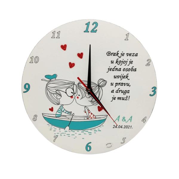Personalizirani sat je poklon za godišnjicu braka . Sat je ručni rad, nosi rukom pisan i pomno odabran citat baš za osobu kojoj darujete