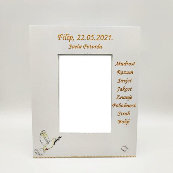 Personalizirani okvir savršeni je poklon za Pričest, krizmu, rođendane. Okvir je ručni rad, nosi rukom pisan citat baš za osobu kojoj darujete