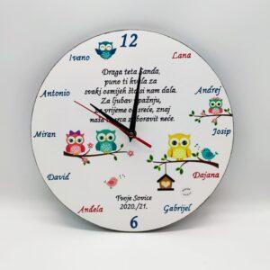 Personalizirani sat je poklon za učitelje/ice, tete u vrtiću. Sat je ručni rad, nosi rukom pisan i pomno odabran citat baš za osobu kojoj darujete