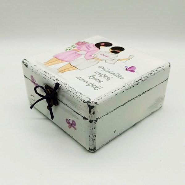 Personalizirana Kutija uspomena poklon je za sve prigode . Kutija je ručni rad, nosi rukom pisan i pomno odabran citat baš za osobu kojoj darujete