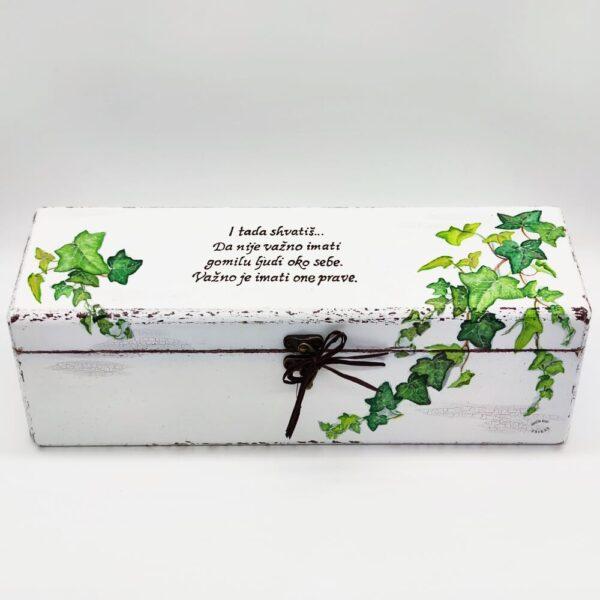 Personalizirana kutija za krsnu svijeću., prigodan poklon za krštenje. Kutija je ručni rad, nosi rukom pisan citat baš za osobu kojoj darujete