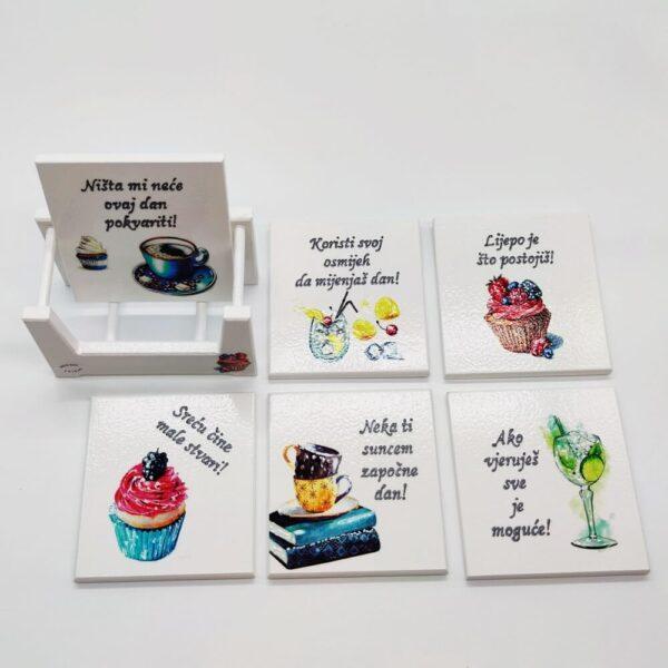 Podmetači za čaše su unikat ne samo zato što je ručni rad, već i zato što nose rukom pisan i pomno odabran citat baš za osobu kojoj darujete!