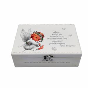 Personalizirana Kutija uspomena poklon je za krštenje. Kutija je ručni rad, nosi rukom pisan i pomno odabran citat baš za osobu kojoj darujete