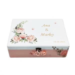 Personalizirana Kutija uspomena poklon je za rođendan. Kutija je ručni rad, nosi rukom pisan i pomno odabran citat baš za osobu kojoj darujete